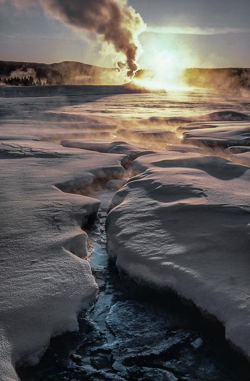 Old Faithful Geyser, winter, Yellowstone National Park, Wyoming, USA
