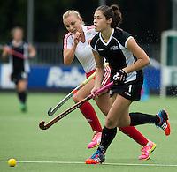 BREDA (Neth.) Maddison Dowe (r) of NZ with Hannah Martin of Eng.  during the match  New Zealand vs England U21 women . Volvo Invitational Tournament U21. COPYRIGHT KOEN SUYK