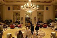 21 NOV 2003, NEW YORK/USA:<br /> Foyer des Hotel Waldorf-Astoria, Manhatten, New York<br /> IMAGE: 20031121-02-045