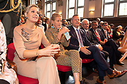 Koningin Maxima en prinses Mabel tijdens de Conferentie voor Mental Health and Psychosocial Support in het Koninklijk Instituut voor de Tropen. <br /> <br /> Queen Maxima and Princess Mabel during the Conference for Mental Health and Psychosocial Support at the Royal Tropical Institute.<br /> <br /> Op de foto / On the photo:  Prinses Mabel en Koningin Maxima / Princess Mabel and Queen Maxima