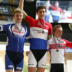 Podium junioren achtervolging kampioen Tim ROdenburg, tweede Rick Mensink, derde Nino Honig