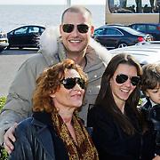 NLD/Volendam/20101018 - Cd presentatie Mon Amour, Lange Frans met partner Danielle van Aalderen met zoontje Willem en moeder