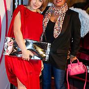 NLD/Amsterdam/20121127 - Inloop uitreiking Viva 400 2012, Victoria Koblenko en adjunct hoofdredactrice Josine Modderman