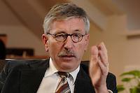 15 JAN 2007, BERLIN/GERMANY:<br /> Thilo Sarrazin, Senator fuer Finanzen Berlin, waehrend einem Interview, in seinem Buero, Senatsverwaltung fuer Finanzen<br /> IMAGE: 20070115-01-017