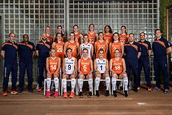 22-05-2017 NED: Nederlands volleybalteam vrouwen, Utrecht<br /> Photoshoot met Oranje vrouwen seizoen 2017 / Teamfoto 2017