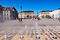 France, Region Centre-Val de Loire, Loiret (45), Orléans, place du Martroi // France, Loiret, Orleans, Martoi square