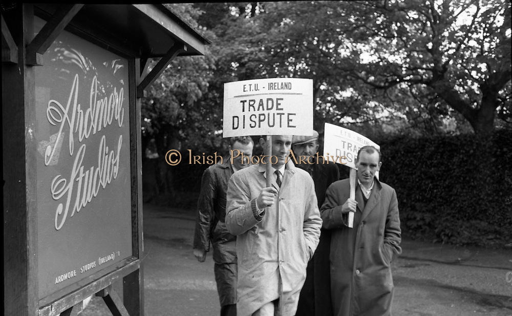 "E.T.U. electricians picket Ardmore Studios, Bray, Co. Wicklow, where the film ""Ballad in Blue"", starring singer Ray Charles and Dawn Addams, is in production..09.06.1964"