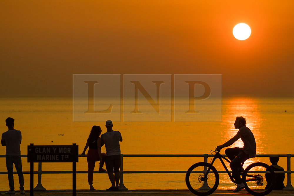 © Licensed to London News Pictures. 29/05/2018. Aberystwyth, UK. After yet another day of hot  sunny weather,  Aberystwyth on the west coast of Wales, is treated to a spectacular sunset over the sea. Photo credit: Keith Morris/LNP