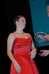 08-10-2006 VOLLEYBAL: GALA 2006: DOETINCHEM<br /> In de schouwburg van Doetinchem werd het volleybalgala 2006 gehouden /  Beste speelster 2005-2006 Janneke van Tienen<br /> ©2006-WWW.FOTOHOOGENDOORN.NL