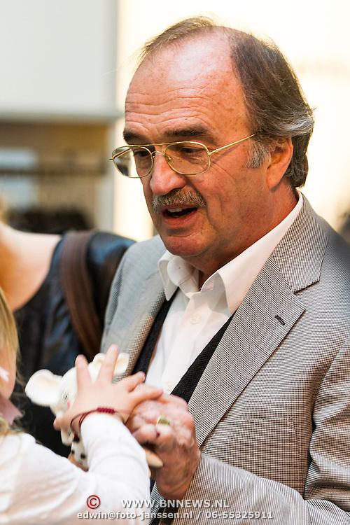 NLD/Amsterdam/20140409 - Presentatie Sam & haas fairtrade juwelenlijn, vader van Birgit en Katja Schuurman