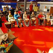 Demonstratie/workshop Afrikaanse muziek Djembe bieb Huizen, trommels, kinderen,