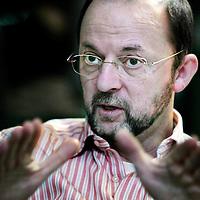 Nederland,Utrecht ,28 januari 2008..Paul Schnabel (1948-) is een Nederlands socioloog en in 1997 directeur van het Sociaal en Cultureel Planbureau (SCP)..Schnabel is opgegroeid in Breda. Hij studeerde sociologie in Utrecht. Hij behaalde in 1982 zijn doctorstitel voor zijn proefschrift over nieuwe religieuze bewegingen (in de volksmond en media meestal sekten genoemd) en geestelijke volksgezondheid.