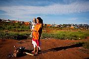 Uberaba_MG, Brasil.<br /> <br /> Retrato de uma cigana com seu filho em Uberaba, Minas Gerais.<br /> <br /> The gipsy portrait with her son in Uberaba, Minas Gerais.<br /> <br /> Foto: LEO DRUMOND / NITRO