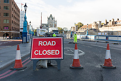 © Licensed to London News Pictures. 01/10/2016. LONDON, UK.  A road closed sign in front of Tower Bridge. Tower Bridge closes to traffic today for three months for major renovations and repair. Pedestrians are still able to walk across the bridge. Photo credit: Vickie Flores/LNP