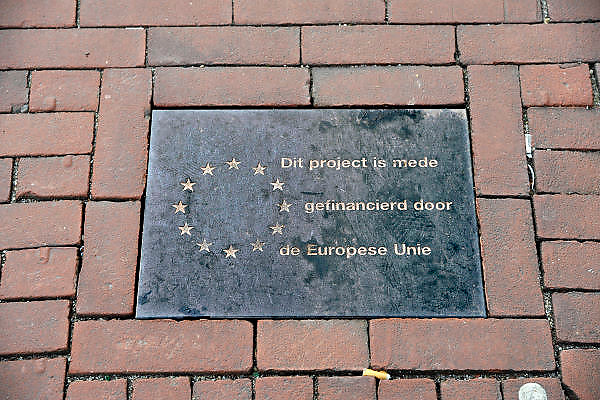 Nederland, Nijmegen, 17-12-2011In de bestrating in het centrum van de stad is een steen ingelegd die refereert aan de financiering van het project door de europese unie.Foto: Flip Franssen/Hollandse Hoogte