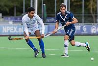 AMSTELVEEN -Terrance Pieters (Kampong) met Sebastien Dockier (Pinoke)    tijdens   hoofdklasse hockeywedstrijd mannen, Pinoke-Kampong (2-5) . COPYRIGHT KOEN SUYK