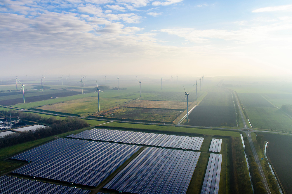 Nederland, Groningen, Delfzijl, 04-11-2018; Sunport Delfzijl, het grootste zonne-energiepark van Nederland. Het park levert onder andere stroom aan het Google datacentre in de nabij gelegen Eemshaven. In de achtegrond windmolens.<br /> Sunport Delfzijl, the largest solar energy park in the Netherlands. The park supplies power to the Google data center in the nearby Eemshaven.<br /> <br /> luchtfoto (toeslag op standaard tarieven);<br /> aerial photo (additional fee required);<br /> copyright© foto/photo Siebe Swart