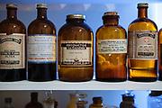 BOTELLAS CON PRODUCTOS DE DROGUERIA