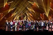 Koningin Maxima, als erevoorzitter van Meer Muziek in de Klas, tijdens het Kerst Muziekgala 2019 in de IJsselhallen in Zwolle. <br /> <br /> Queen Maxima, as honorary chairman of More Music in the Classroom, during the Christmas Music Gala 2019 in the IJsselhallen in Zwolle.<br /> <br /> Op de foto / On the photo: Queen Maxima / Koningin Maxima   met Buddy Vedder en Romy Monteiro