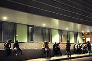 Nederland, Nijmegen, 18-7-2008Jongeren zitten voor het Valkhofmuseum tijdens de vierdaagsefeesten.Foto: Flip Franssen/Hollandse Hoogte