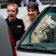 NLD/Amsterdam/20080621 - Bruce Springsteen en de leden van de E Street Band verlaten hun hotel, Steven van Zandt poseert