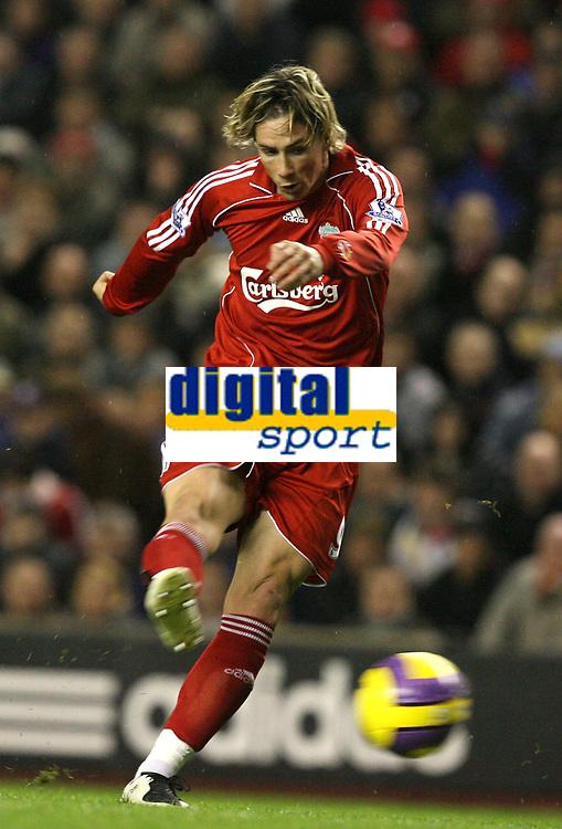Photo: Paul Greenwood/Sportsbeat Images.<br />Liverpool v Fulham. The FA Barclays Premiership. 10/11/2007.<br />Liverpools Fernando Torres shoots on goal