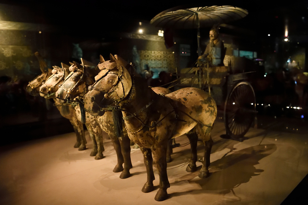 """Horses and a carriage of the """"Terracotta Army"""" in Xian, Shaanxi, China"""