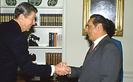 President Reagan shakes hands with el Salvadore president Jose Duarte in the Oval Office <br /><br />Photograph ny Dennis Brack. bb78