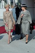 Staatsbezoek Denemarken - Dag 1. Aankomst van het Koninklijk gezelschap op vliegveld Kastrup<br /> <br /> State visit Denmark - Day 1. Arrival of the Royal Family at Kastrup airport<br /> <br /> op de foto / On the photo: Lieke Gaarlandt-van Voorst van Beest , Hofdame van H.M. de Koningin (L)