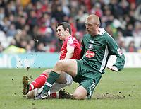 Photo:Paul Thomas. Nottingham Forest v Plymouth Argyle, City Ground, Nottingham. 09/04/2005. John Thompson and Nick Chadwick.