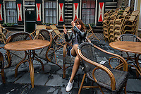 Volendam, Netherlands<br /> Selon la legende, l'armoirie de Volendam serait une ode a la beauté des jeunes filles de Volendam<br /> De par son isolement total six siecles durant, ce village a su preserver son caractere, grace aussi a l'endurance de ses pecheurs. Les petites maisons caracteristiques qui representent avec les canaux et les ponts levants les sites les plus pittoresques de village, offrent au visiteur une ambiance cordiale et romantique.<br /> <br /> According to legend, the coat of arms of Volendam is an ode to the beauty of the Volendam girls.<br /> From its total isolation six centuries, This village knew how to protect its character, also thanks to the endurance of its fishermen. <br /> The small characteristic houses which represent with channels and lift bridges the most scenic areas of the town, offer to the visitor a warm and romantic atmosphere.
