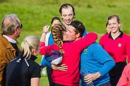17-05-2015 NGF Competitie 2015, Hoofdklasse Heren - Dames Standaard - Finale, Golfsocieteit De Lage Vuursche, Den Dolder, Nederland. 17 mei. Heren Noordwijkse: Dennis Asselbergs, Noelle Beijer , feesten na de overwinning.