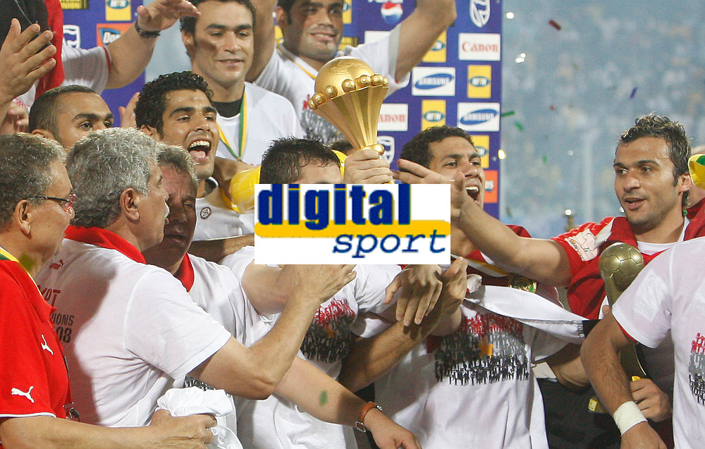 Photo: Steve Bond/Richard Lane Photography.<br /> Cameroon v Egypt. The Final. Africa Cup of Nations. 10/02/2008. Ahmed Hassan (with cup) and  Egypt celebrate