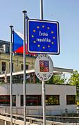 Tablice informacyjne na moście granicznym na rzece Olzie w Cieszynie, Polska<br /> Information boards on the border bridge on the Olza river in Cieszyn, Poland