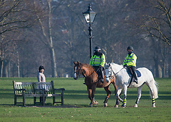 © Licensed to London News Pictures. 07/01/2021. London, UK. Police patrol on horseback in Hyde Park in central London, during a third national Lockdown, during which members of the public are only permitted to leave their homes for essential activities or to exercise once a day.. Photo credit: London News Pictures.