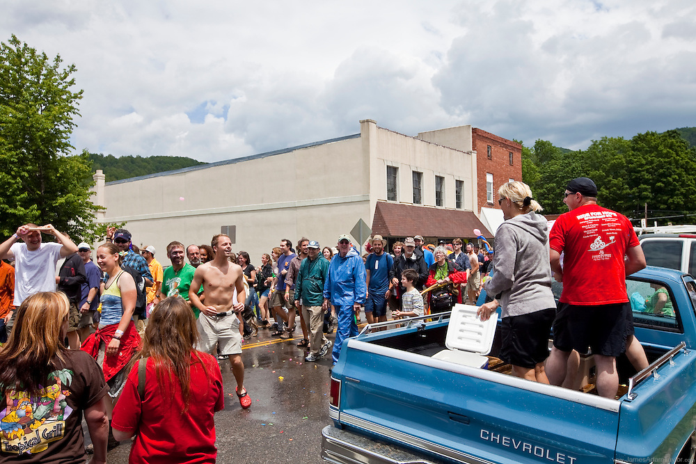 2011 trail days hiker parade in damascus virginia, Appalachian Trail hikers vs, the residents of damascus in a giant water fight through town.