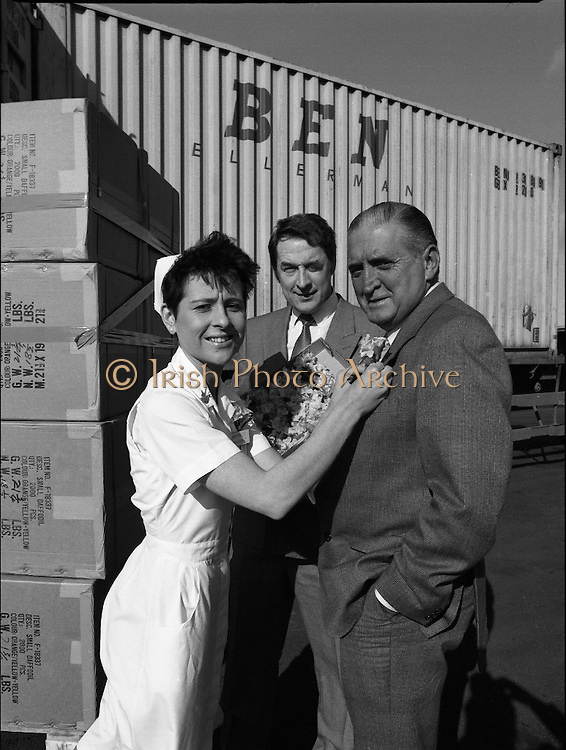 Nurse With Daffodils (Irish Cancer Society)  (R96)..1989..20.02.1989..02.20.1989..20th February 1989..At Container Agencies,Airways Industrial Estate, Dublin a consignment of daffodils arrived for The Irish Cancer Society. The daffodils will be sold to raise funds for the society in their battle against the disease which affects one in three of the Irish population...Image shows a nurse from the cancer society pinning the first of the imported daffodils on the lapel of the Manager of Container Agencies.
