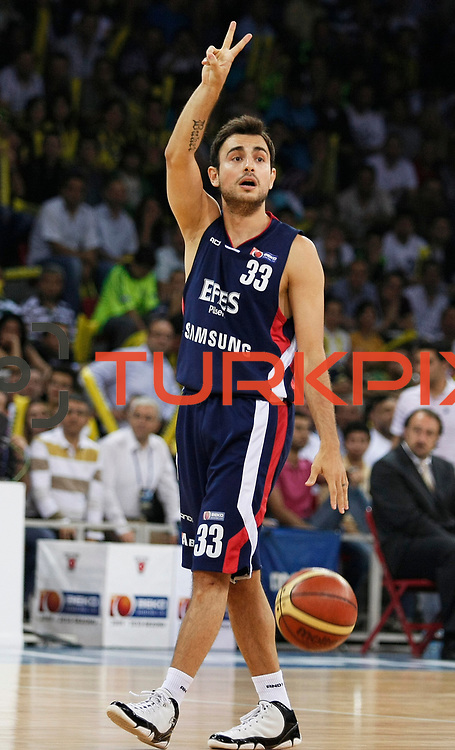 Efes Pilsen's Ender ARSLAN during their Turkish Basketball league Play Off Final fourth leg match Fenerbahce Ulker between Efes Pilsen at the Abdi Ipekci Arena in Istanbul Turkey on Thursday 27 May 2010. Photo by Aykut AKICI/TURKPIX