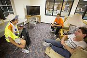 George (links) bespreekt de val met Sebastiaan Bowier (midden) en Jan Bos op de eerste wedstrijdavond van de World Human Powered Speed Challenge. In de buurt van Battle Mountain, Nevada, strijden van 10 tot en met 15 september 2012 verschillende teams om het wereldrecord fietsen tijdens de World Human Powered Speed Challenge. Het huidige record is 133 km/h.<br /> <br /> George (left) informs Sebastiaan Bowier (center) and Jan Bos on the crash of Bowier earlier that evening. Near Battle Mountain, Nevada, several teams are trying to set a new world record cycling at the World Human Powered Vehicle Speed Challenge from Sept. 10th till Sept. 15th. The current record is 133 km/h.