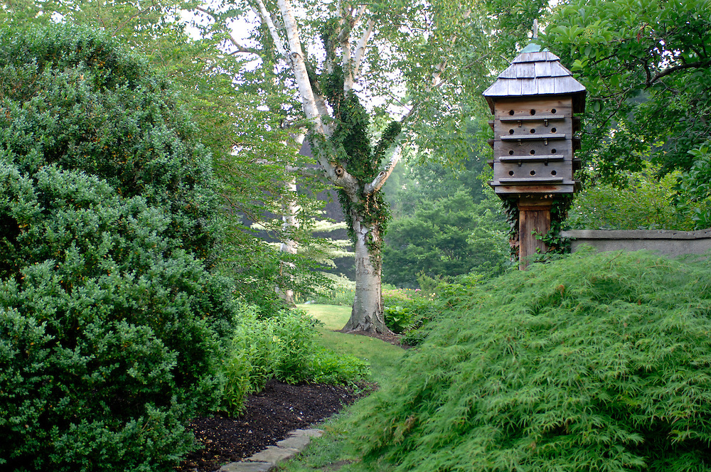 GARDEN WITH DOVECOTE AND PATH
