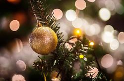 THEMENBILD - Weihnachtskugeln auf einem geschmückten Weihnachtsbaum mit Lichtern, aufgenommen am 28. November 2017 in Ruka, Finnland // Christmas balls on a decorated Christmas tree with lights on 2017/11/28 in Ruka, Finland. EXPA Pictures © 2017, PhotoCredit: EXPA/ JFK