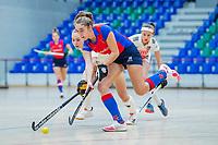 AMSTERDAM -  Anna de Geus (SCHC) met Lana Kalse (Adam)  Zaalhockey hoofdklasse, Amsterdam D1-SCHC D1.   COPYRIGHT KOEN SUYK