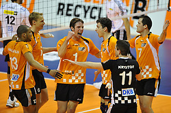 11-04-2010 VOLLEYBAL: PLAYOFFS HALVE FINALE: SCC BERLIN - VFB FRIEDRICHSHAFEN: BERLIN<br /> Berlin verliest ook de tweede wedstrijd met 3-1 / Salvador Hidalgo Oliva (#13 SCC Berlin), Malte Holschen (#6 SCC Berlin), Sebastian Fuchs (#1 SCC Berlin), Jaroslav Skach (#5 SCC Berlin), Martin Krystof (#11 SCC Berlin), Allan van de Loo (#7 SCC Berlin)<br /> ©2009-WWW.FOTOHOOGENDOORN.NL - Kurth Media
