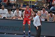 DESCRIZIONE : Milano Lega A 2015-16 Finale Play Off Gara 1 Olimpia EA7 Emporio Armani Milano Umana Reyer Venezia<br /> GIOCATORE : Kalnietis Mantas<br /> CATEGORIA : Fair play curiosità<br /> SQUADRA : Olimpia EA7 Emporio Armani Milano<br /> EVENTO : Campionato Lega A 2015-2016 Finale play off Gara 1<br /> GARA : Olimpia EA7 Emporio Armani Milano Umana Reyer Venezia <br /> DATA : 03/06/2016 <br /> SPORT : Pallacanestro <br /> AUTORE : Agenzia Ciamillo-Castoria/I.Mancini Galleria : Lega Basket A 2015-2016 <br /> Fotonotizia : Milano Lega A 2015-16 Finale Play Off Gara 1 Olimpia EA7 Emporio Armani Milano Umana Reyer Venezia