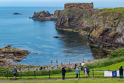 Dunbar, , Scotland, United Kingdom 10 July 2021. European Stone Stacking Championship: The first day of the event, which is part of the Edinburgh Science Festival.  Pictured: People can watch from the cliff above the beach.<br /> Sally Anderson | EdinburghElitemedia.co.uk