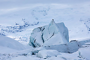 Jokulsarlon glacial lagoon by Vatnajokull National Park. Icebergs from Breioamerkurjokull Glacier, part of Vatnajokull Glacier in South East Iceland