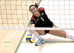 04-03-2006 VOLLEYBAL: FINAL 4 DAMES: AMVJ - PLANTINA LONGA: ROTTERDAM<br /> Longa was veel te sterk voor de dames uit Amstelveen (3-0) / Monique Wismeijer <br /> Copyrights 2006 WWW.FOTOHOOGENDOORN.NL