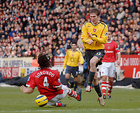Photo: Glyn Thomas.<br />Charlton Athletic v Arsenal. The Barclays Premiership.<br />26/12/2005.<br /> Arsenal's Alexander Hleb (R) is tackled by Gonzalo Sorondo.