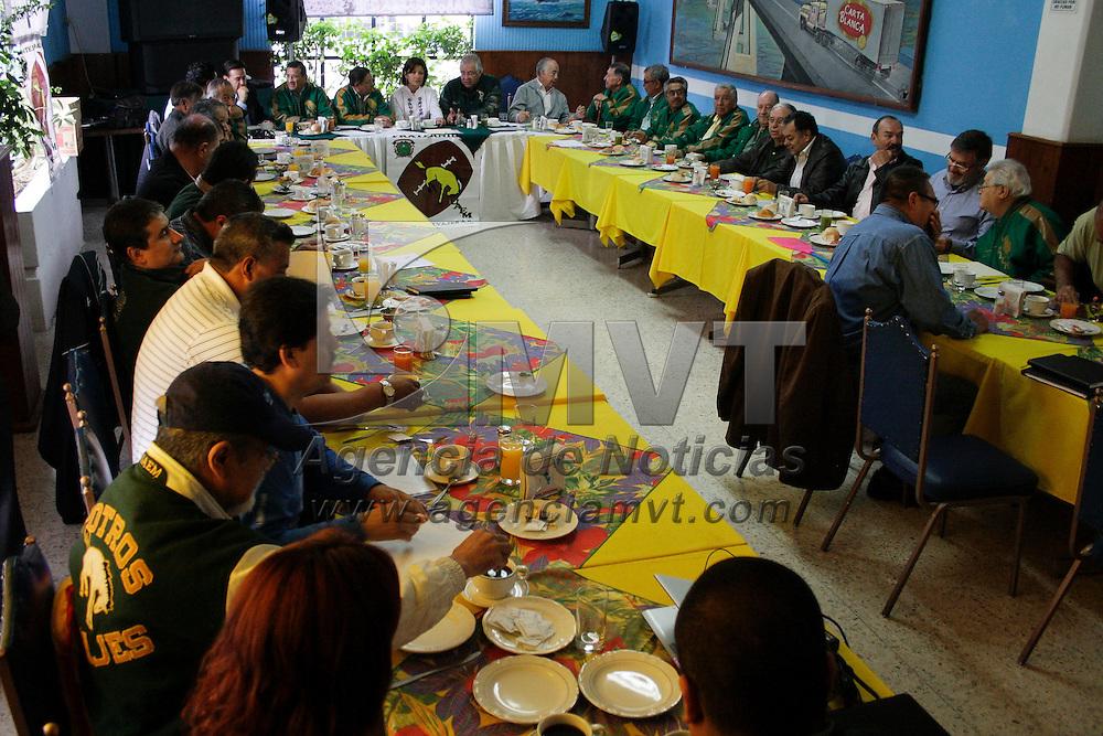 Toluca, México.- Martha Hilda González Calderón,  presidenta municipal electa de Toluca, asistió a la toma de protesta de la nueva mesa directiva de la Fraternidad de Potros Salvajes A.C. Agencia MVT / Arturo Hernández S.