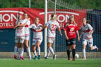 Fotball<br /> 23.08.2017<br /> Toppserien<br /> Sandviken - Arna Bjørnar<br /> Karoline Bakke (L) tar et godt grep rundt målscorer Sofie Skjelstad Jensen (5R) , Marina Jensen (4R) , Sunniva Lillestøl (3R) og June Hammersland (R) , Sandviken mens<br /> Thea Bjelde (2R) , Arna Bjørnar depper<br /> Foto: Astrid M. Nordhaug, Digitalsport